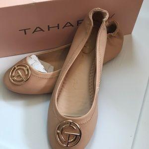 Tahari girl nude flex Ottiva flat.